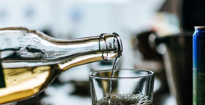 Mueren 18 personas que compraron alcohol adulterado en un mercado